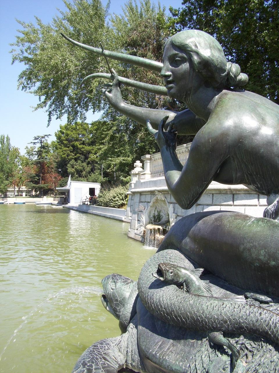 Madrid fountainb