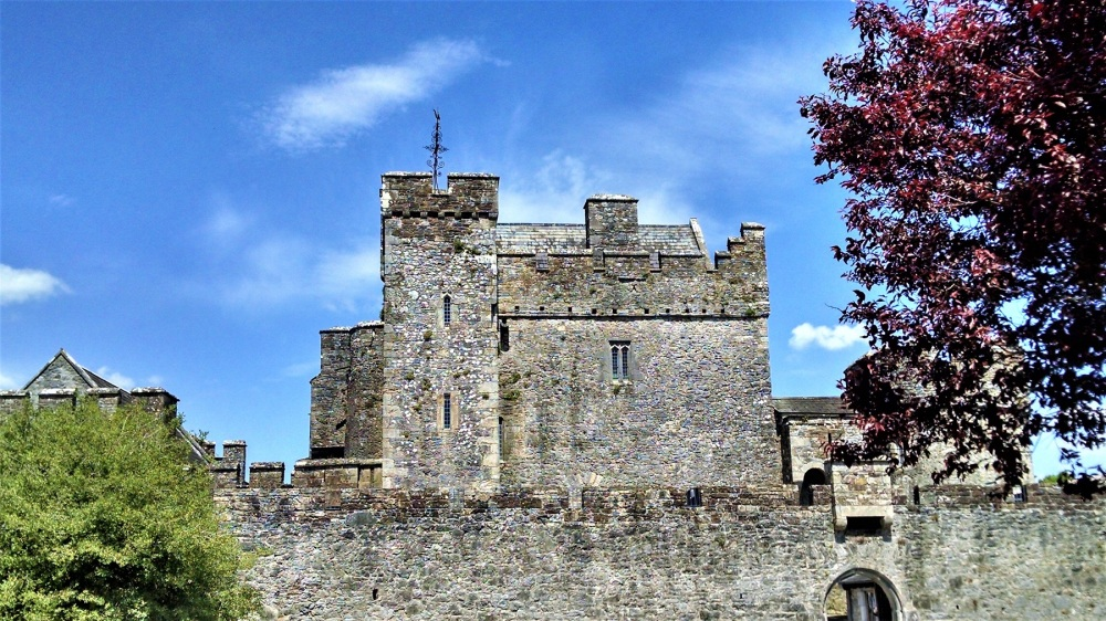 Exterior Cahir Castle
