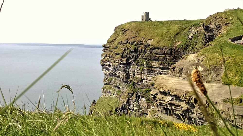 Cliffs of Moher walking north toward obriens tower
